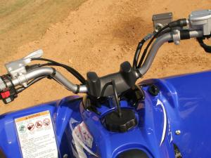 2011.yamaha.raptor250.close-up.handlebars.jpg
