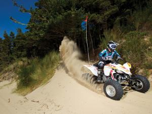 2011.yamaha.yfz450.white_.front-right.riding.on-sand-dunes.oregon-winchester.jpg