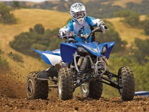 2011.yamaha.yfz450r.blue_.front_.racing.on-track.jpg
