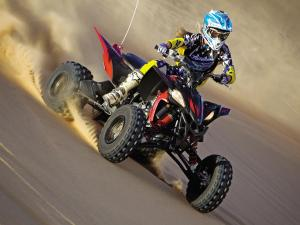 2011.yamaha.yfz450r.front-right.black-red.riding.on-sand.jpg