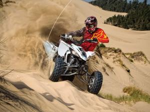 2011.yamaha.yfz450r.white_.front_.riding.on-sand-dunes.oregon-winchester.jpg