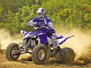 2011.yamaha.yfz450x.blue_.front-left.riding.on-dirt.jpg