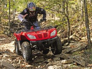 2012.arctic-cat.425.red_.front_.riding.on-trail.jpg