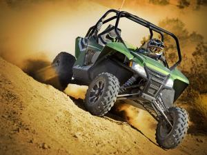 2012.arctic-cat.wildcat1000i-ho.green_.front_.riding.on-sand_0.jpg
