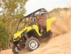 2012.can-am.commander1000xt.yellow.front-left.riding.on-sand.jpg
