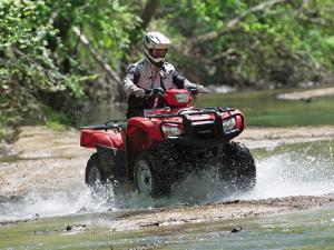 2012.honda_.fourtrax-foreman.red_.front-right.riding.through-water.jpg