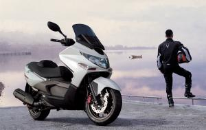 2012.kymco.xciting500ri.parked.on-pavement.jpg