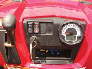 2012.polaris.ranger-xp800.close-up.gauges.jpg