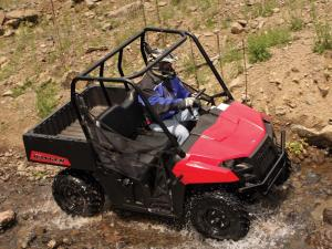 2012.polaris.ranger500efi.red_.top-right.riding.through-water.jpg
