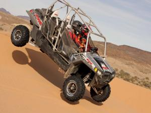 2012.polaris.rzr4-900.silver.right.riding.on-sand.jpg