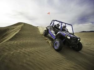 2012.polaris.rzr900xp.jagged-x.blue_.front-left.ridinig.on-sand.jpg