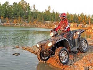2012.polaris.sportsman550.black.front-left.riding.by-water.jpg