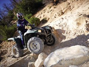2012.yahama.grizzly700fi.green_.front-right.riding.over-rocks.jpg