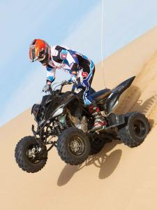 2012.yamaha.raptor700.black.front-left.riding-wheelie.on-sand.jpg
