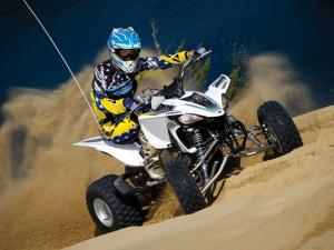 2012.yamaha.yfz450.white_.front-right.riding.on-sand.jpg