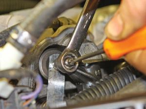 2013.4-stroke-engine-rebuild.adjusting-cylinders.JPG