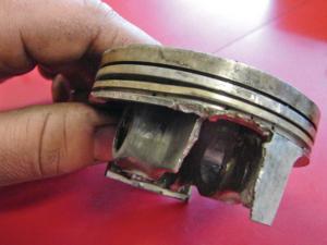 2013.4-stroke-engine-rebuild.broken-piston.JPG