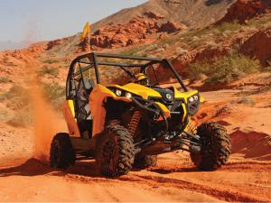 2013.can-am.maverick1000.yellow.front.riding.on-sand.JPG