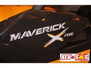 2013.can-am.maverick1000r-x.close-up.logo_.jpg
