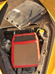 2013.can-am.maverick1000r.close-up.air-filter.jpg