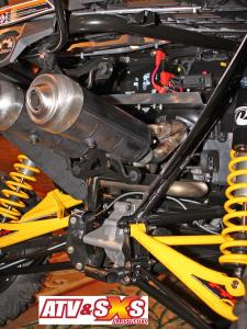 2013.can-am.maverick1000r.close-up.rear-exhaust.jpg