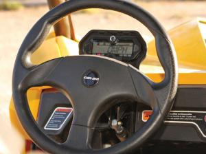 2013.can-am.maverick1000r.close-up.steering-wheel.jpg