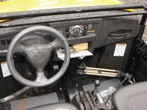 2013.cub-cadet.volunteer4x4efi.close-up.console.jpg