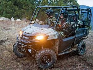 2013.honda.pioneer700-4.camo.front-left.riding.on-trail.jpg