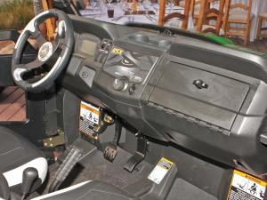 2013.john-deere.gator-rsx850i.close-up.dash.jpg
