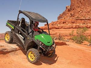 2013.john-deere.gator-rsx850i.green_.front-right.riding.down-rocks.jpg