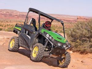 2013.john-deere.gator-rsx850i.green.front-right.riding.over-rocks.jpg