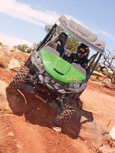 2013.john-deere.gator-rsx850i.green.front.riding.down-rocks.jpg