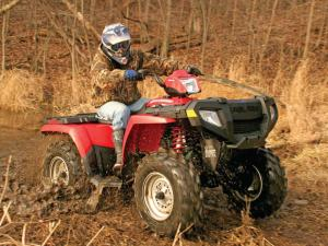 2013.poalris.sportsman.red.front-right.riding.through-mud.JPG