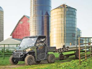 2013.polaris.ranger-xp900.green.front-left.hauling.on-farm.jpg