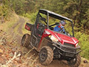 2013.polaris.ranger-xp900.red.front-right.riding.on-trail.jpg