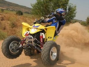 2013.suzuki-ltz400.yellow.front.riding.wheelie.on-sand.JPG