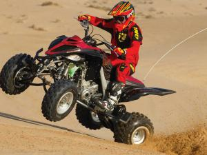 2013.yamaha.raptor700r.black.front-left.riding.on-sand.jpg