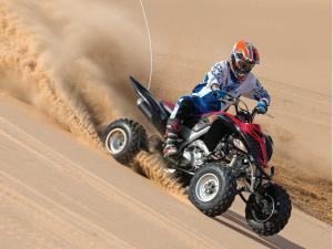 2013.yamaha.raptor700r.black.front-right.riding.on-sand.jpg