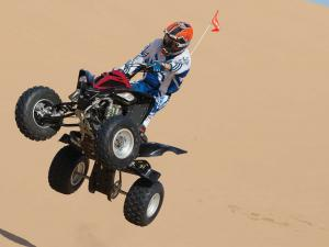 2013.yamaha.raptor700r.black.front.jumping.in-air.jpg