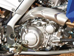 2013.yamaha.raptor700r.close-up.engine.jpg