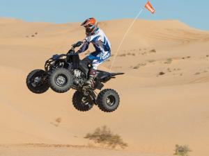 2013.yamaha.yfz450r.black.left.jumping.in-air.jpg