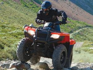 2014.honda.fourtrax.front.red.riding.over-rocks.jpg
