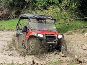 2014.polaris.rzr_.red_.front-right.riding.through-mud_1.JPG