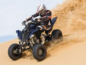 2014.yamaha.raptor700r-se.black.front-left.riding.on-sand.jpg