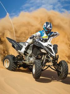 2014.yamaha.raptor700r-se.black.front-right.riding.on-sand-dune.jpg