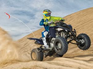 2014.yamaha.raptor700r-se.black.front-right.riding.on-sand.jpg