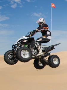 2014.yamaha.raptor700r-se.white.left.jumping.in-air.jpg
