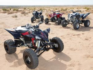 2014.yamaha.yfz450r-and-raptor700r-se.parked.on-sand.jpg