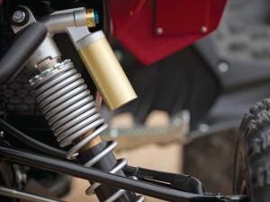 2014.yamaha.yfz450r.close-up.front-suspension.jpg