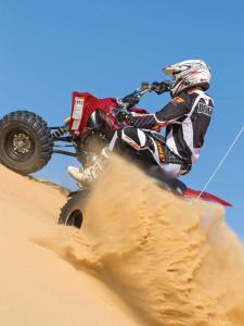 2014.yamaha.yfz450r.red.rear-left.riding.on-sand.jpg